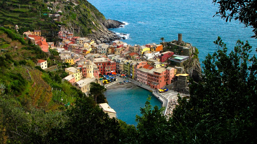 Vernazza from the track to Monterosso