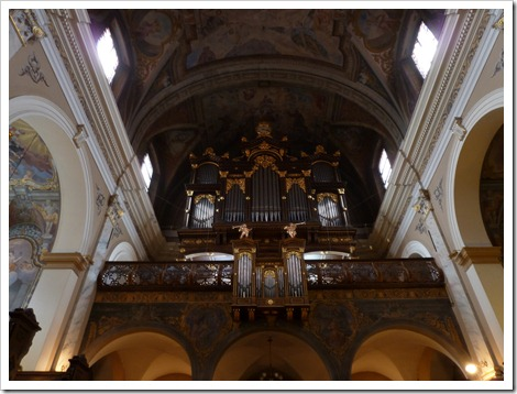 An amazing pipe organ - huge